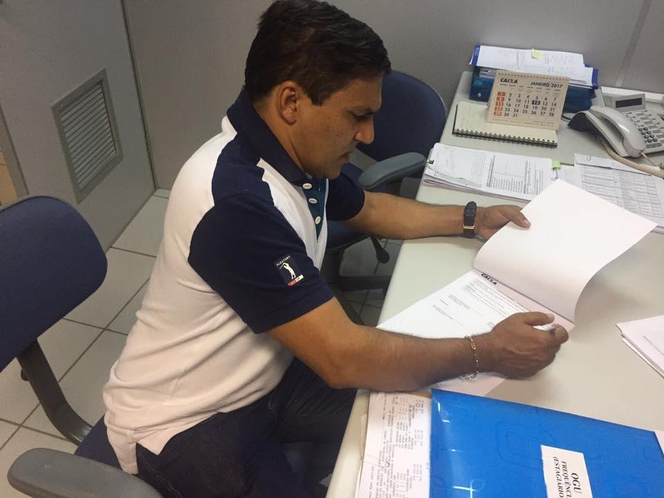 15965542 1243038145786561 6006276824849468731 n - Prefeito Adailton Cavalcante, assina contrato para construção de campo de futebol - minuto barra