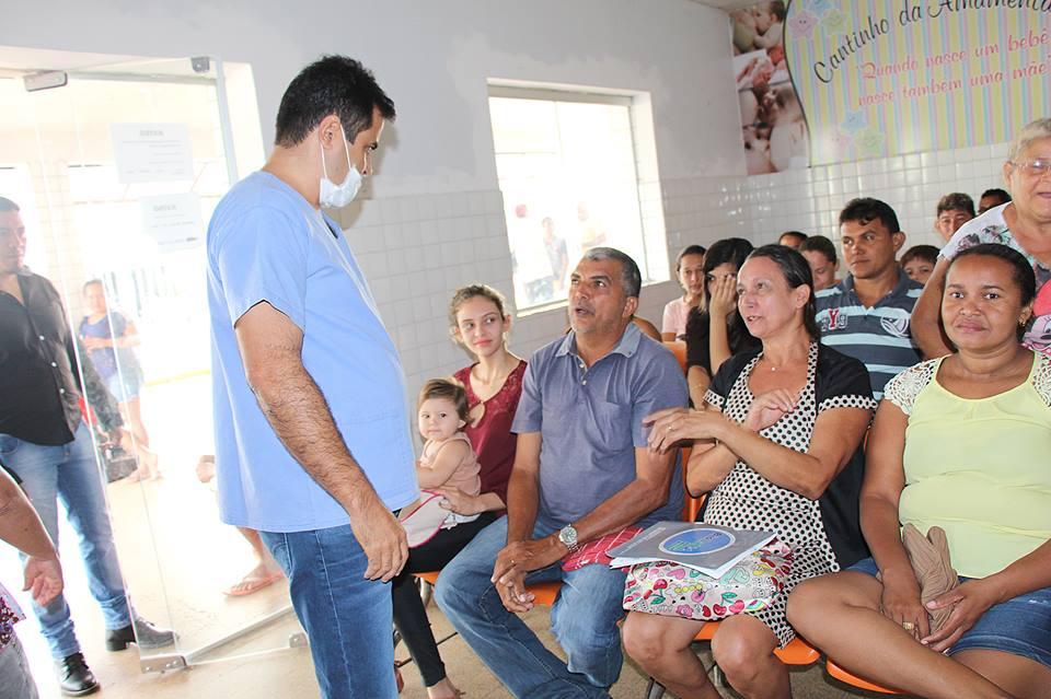 16002859 230471334076433 1598253481814170986 n - Em Porto Franco, prefeito Dr Nelson, dá plantão em hospital atendendo o povo - minuto barra