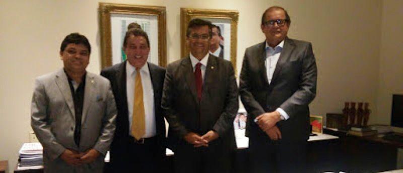 osodios - Flávio Dino ainda permanece com fotografia de Dilma em seu gabinete no Palácio - minuto barra