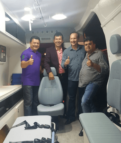 12 - Rigo Teles entrega benefícios comprados com emendas ao povo de Fortaleza dos Nogueiras - minuto barra
