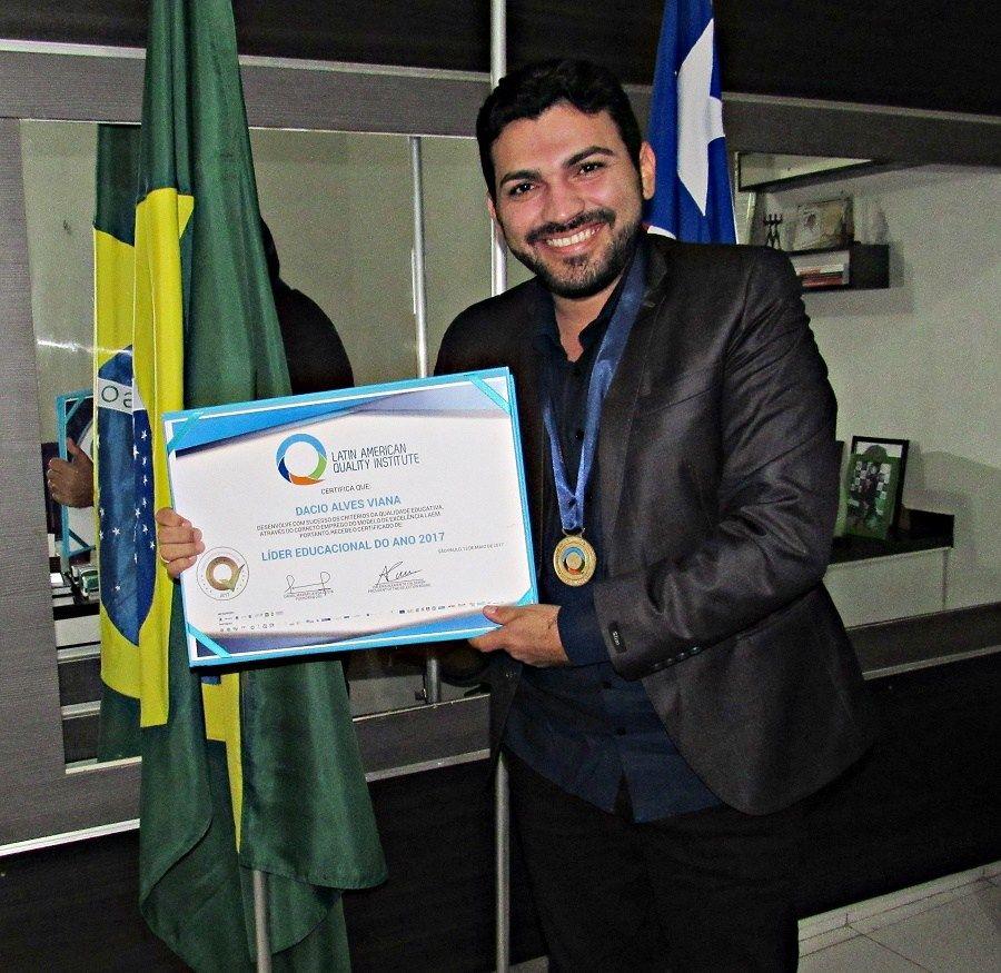 IMG 8670 1 - IPEDE: Dácio Alves é reconhecimento como líder educacional do ano 2017 em São Paulo - minuto barra