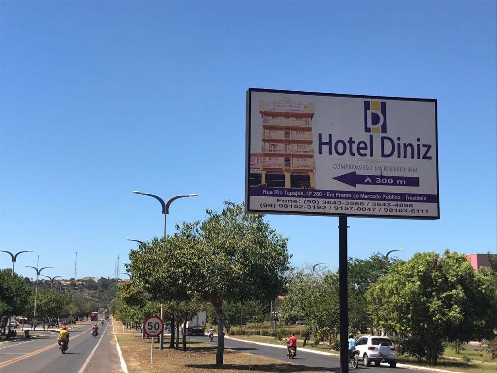 IMG 20170714 WA0022 1024x768 - Perseguição? Prefeitura manda retirar placas do Hotel Belchior na avenida - minuto barra