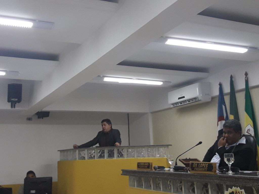 """20170829 174010 1024x768 - Hilário demais!! Raimundo da Rodoviária diz em tribuna"""" que os banheiros da rodoviária só fedem a velho mijado"""".. - minuto barra"""
