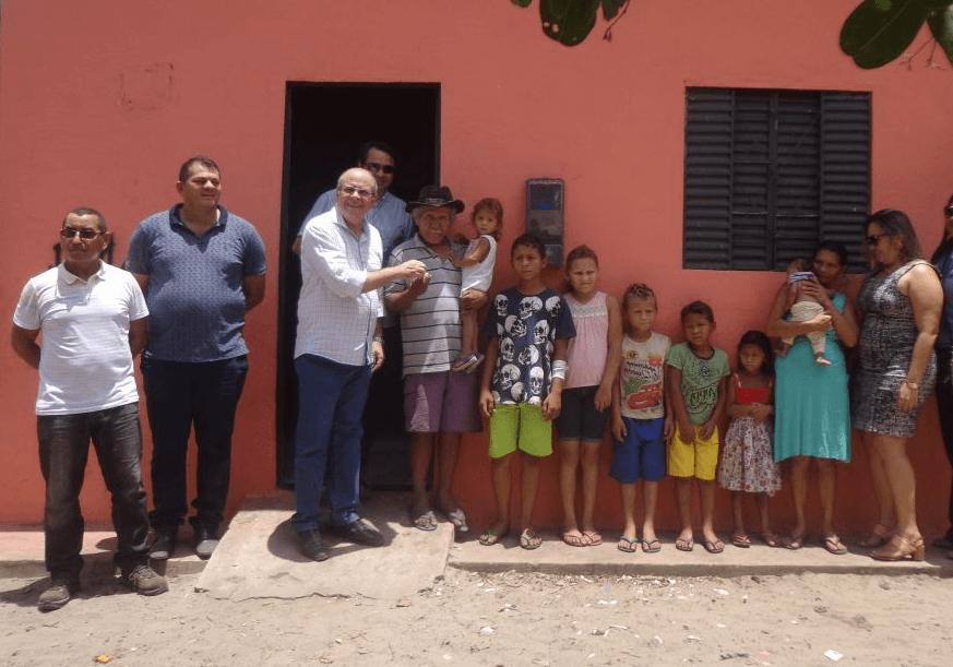 FOTO 01 ENTREGA DE CASAS EM CANTANHEDE - Hildo Rocha entrega casas populares em Cantanhede e participa de eventos em Ribamar e São Domingos - minuto barra