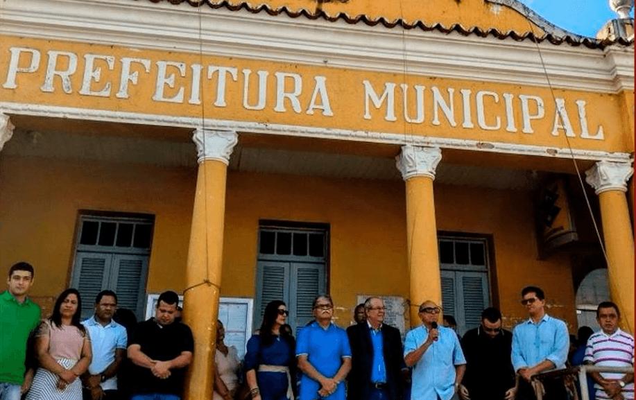 HILDO ROCHA EM ITAPECURU 01 - Hildo Rocha participa de ato cívico em Itapecuru-Mirim e visita lideranças de Duque Bacelar - minuto barra
