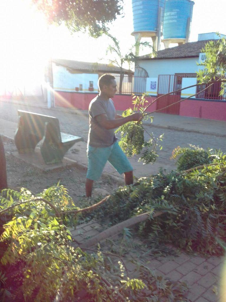IMG 20170915 WA0022 767x1024 - Moradores se reúnem em Paraibano para a limpeza de uma praça - minuto barra