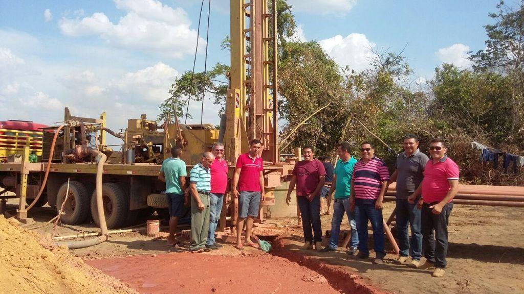 IMG 20171029 WA0015 1024x576 - Prefeito Moisés Ventura e comitiva, vistoria perfuração de poço no povoado Centro dos Necos - minuto barra