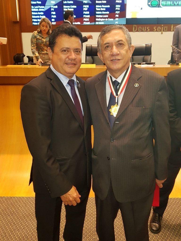 3544 1 768x1024 - Rigo Teles entrega a maior honraria do poder Legislativo ao juiz Sebastião Bonfim - minuto barra
