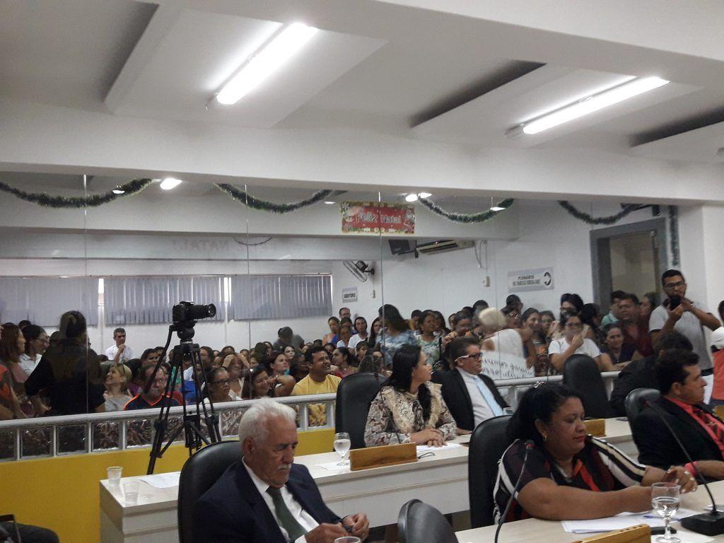 20171219 163734 1024x768 - Professores lotam a Câmara Municipal de Barra do Corda, e sessão se tornou tensa - minuto barra