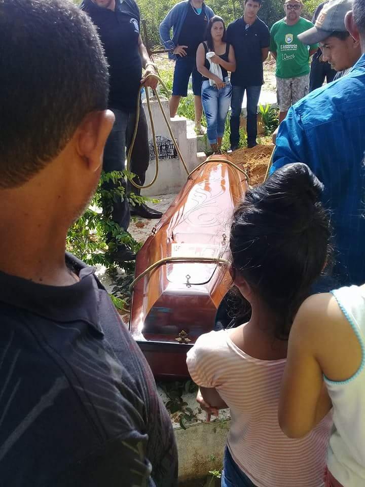 FB IMG 1519321075377 - Corpo da Jovem Pássima é enterrado em Barra do Corda sob grande comoção - minuto barra