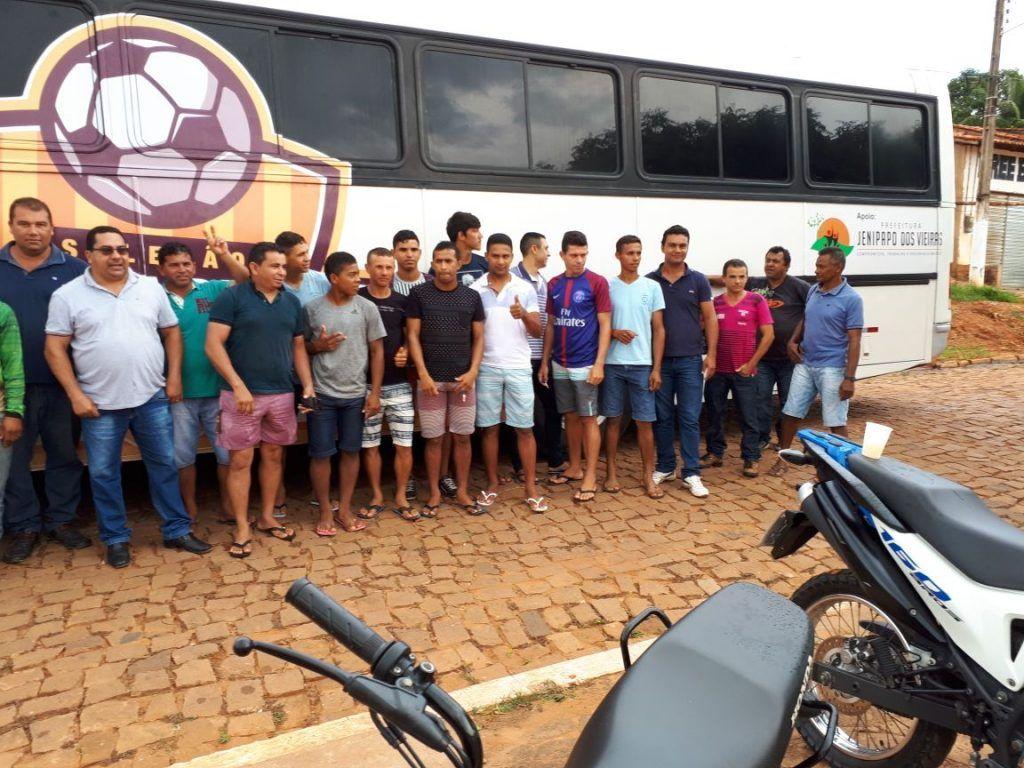 IMG 20180202 WA0106 1024x768 - Prefeito Moisés entrega à seleção de futebol de Jenipapo dos Vieiras, um ônibus para ser usado em viagens - minuto barra