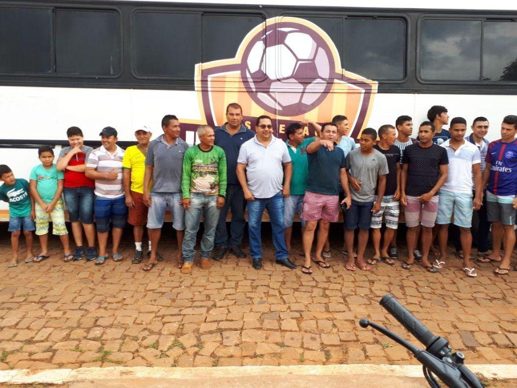 IMG 20180202 WA0108 1024x768 - Prefeito Moisés entrega à seleção de futebol de Jenipapo dos Vieiras, um ônibus para ser usado em viagens - minuto barra