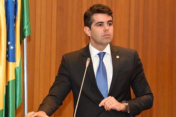 AdrianoSarney 1 - Flávio Dino coloca o futuro dos servidores em risco, afirma deputado Adriano Sarney - minuto barra