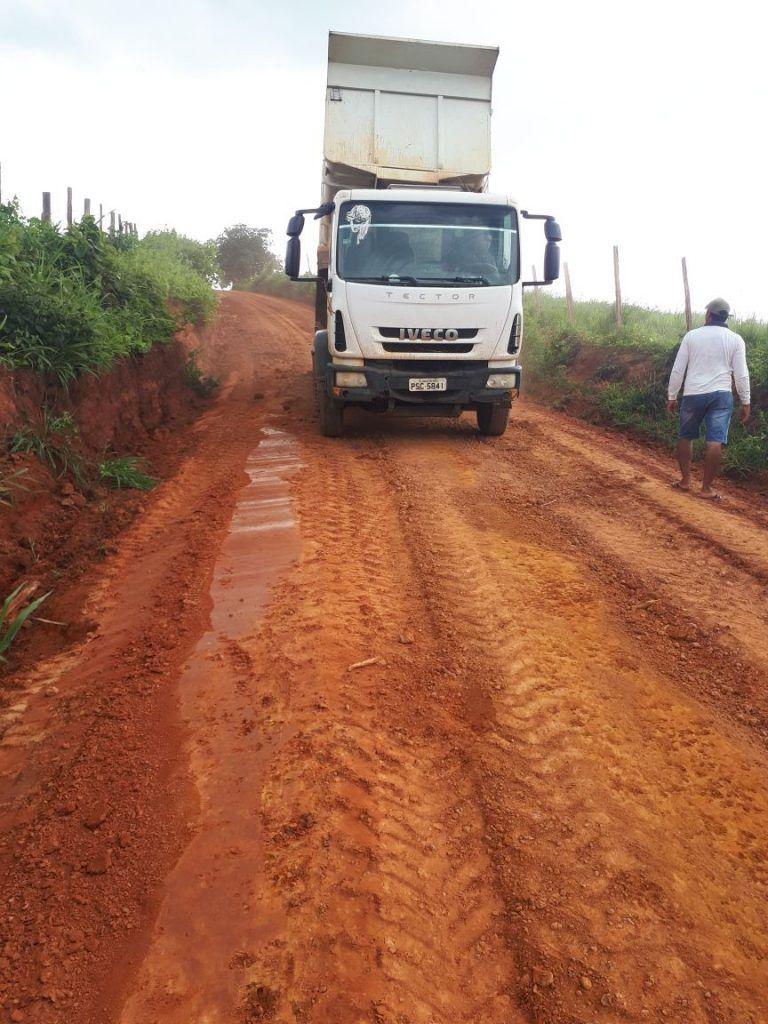 IMG 20180309 WA0097 768x1024 - Prefeito Moisés recupera estradas da zona rural em Jenipapo dos Vieiras - minuto barra