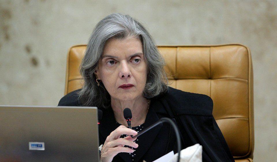 """Carmen Lucia - Presidente do STF manda recado para juízes que tentam calar a imprensa: """"A censura é a mordaça da liberdade"""" - minuto barra"""