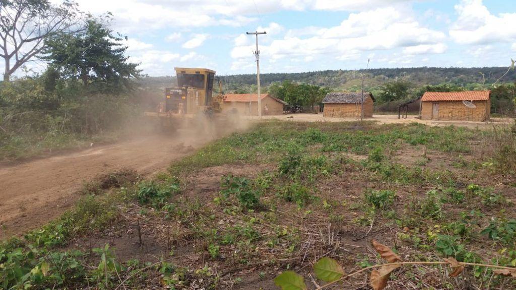 IMG 20180710 WA0061 1024x576 - Prefeito Moisés Ventura recupera estradas das aldeias em Jenipapo dos Vieiras - minuto barra