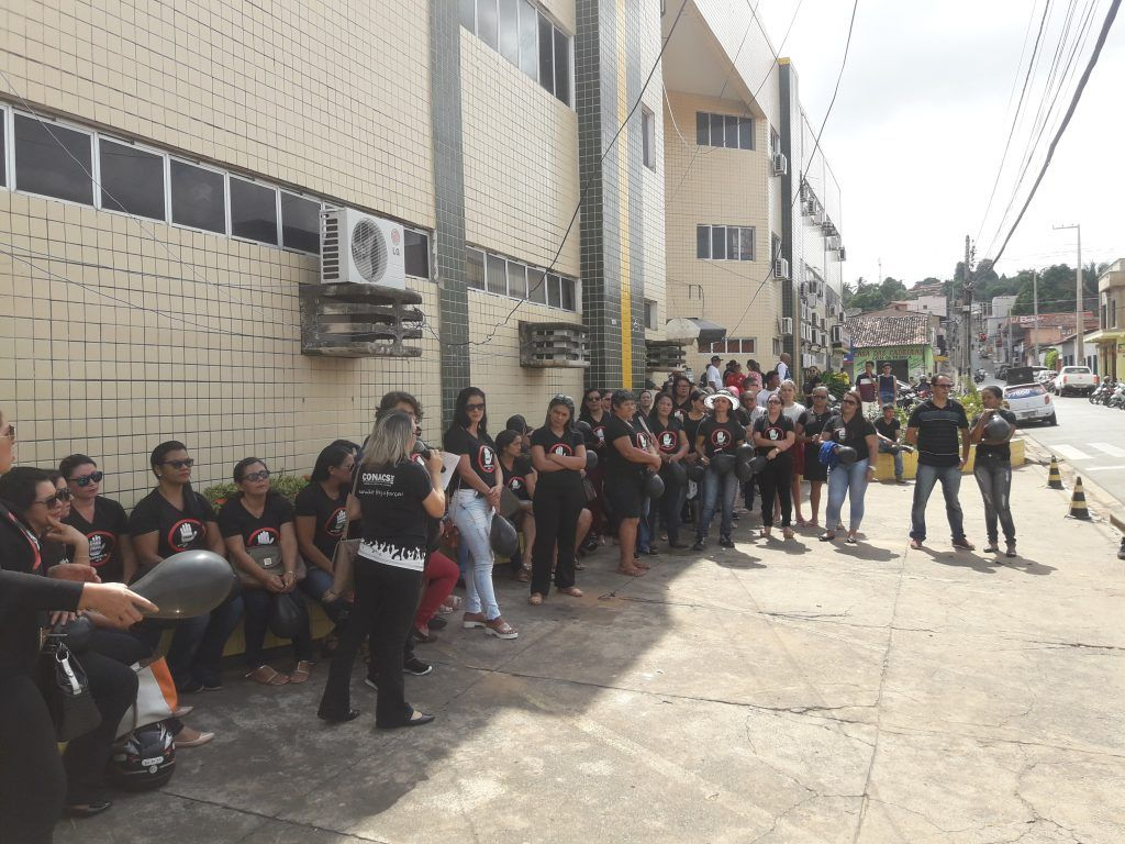 20180904 095513 1024x768 - Agentes de Saúde realizam protesto em frente a prefeitura de Barra do Corda e criticam a gestão de Eric Costa e Flávio Dino - minuto barra