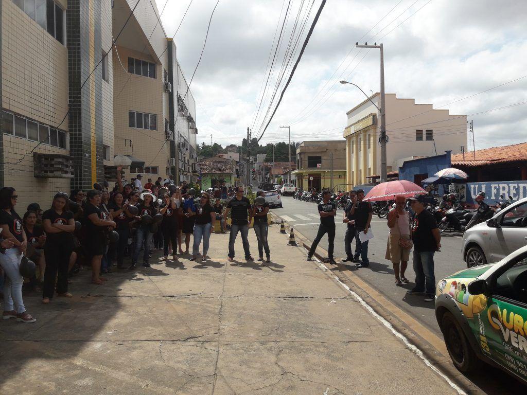 20180904 095515 1024x768 - Agentes de Saúde realizam protesto em frente a prefeitura de Barra do Corda e criticam a gestão de Eric Costa e Flávio Dino - minuto barra