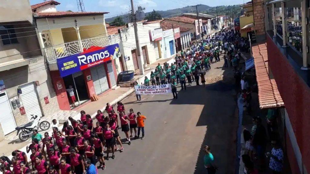 IMG 20180907 WA0055 1024x576 - Prefeito Moisés Ventura prestigia desfile do 7 de setembro em Jenipapo dos Vieiras - minuto barra