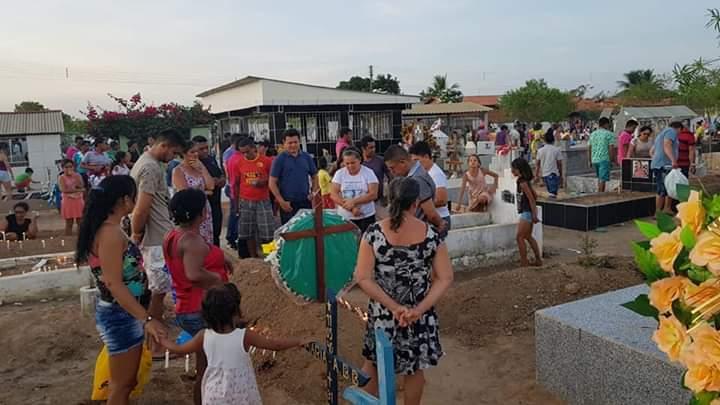 FB IMG 1541238983934 - Deputado Rigo Teles se emociona ao visitar cemitério onde seu pai encontra-se sepultado em Barra do Corda - minuto barra