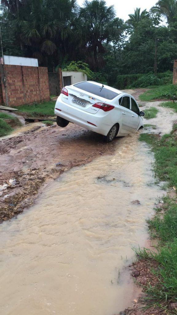 IMG 20181206 WA0042 576x1024 - ALÔ PREFEITURA!! Carro é quase engolido por um buraco em Barra do Corda - minuto barra