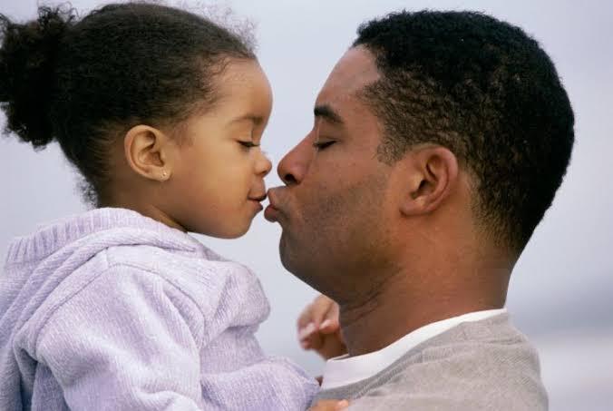 images 4 - ADVERTÊNCIA DE UMA PSICÓLOGA INFANTIL: Você nunca deve beijar na boca de seus filhos - minuto barra