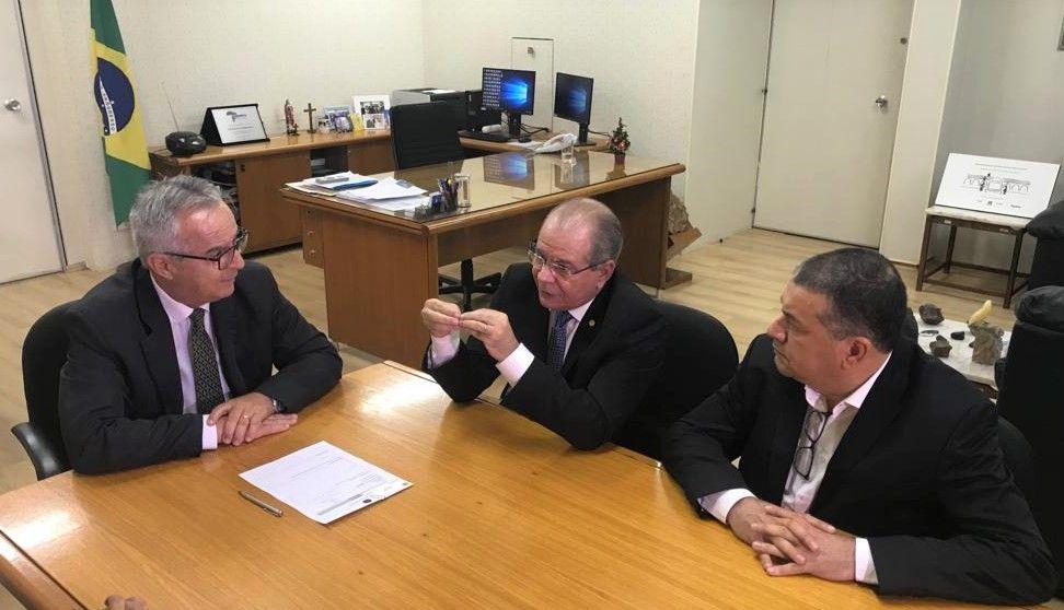Reunião na Agência Nacional de Mineração 03 - Hildo Rocha luta por liberação de recursos para municípios do Maranhão - minuto barra