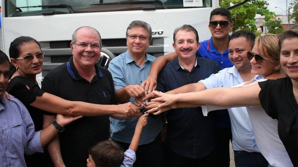 FOTO 1 1024x576 - Com Emenda de Hildo Rocha Chapadinha ganha moderno caminhão compactador de lixo - minuto barra