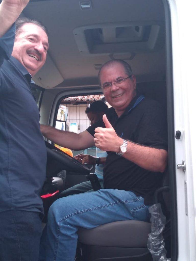 FOTO 2 768x1024 - Com Emenda de Hildo Rocha Chapadinha ganha moderno caminhão compactador de lixo - minuto barra