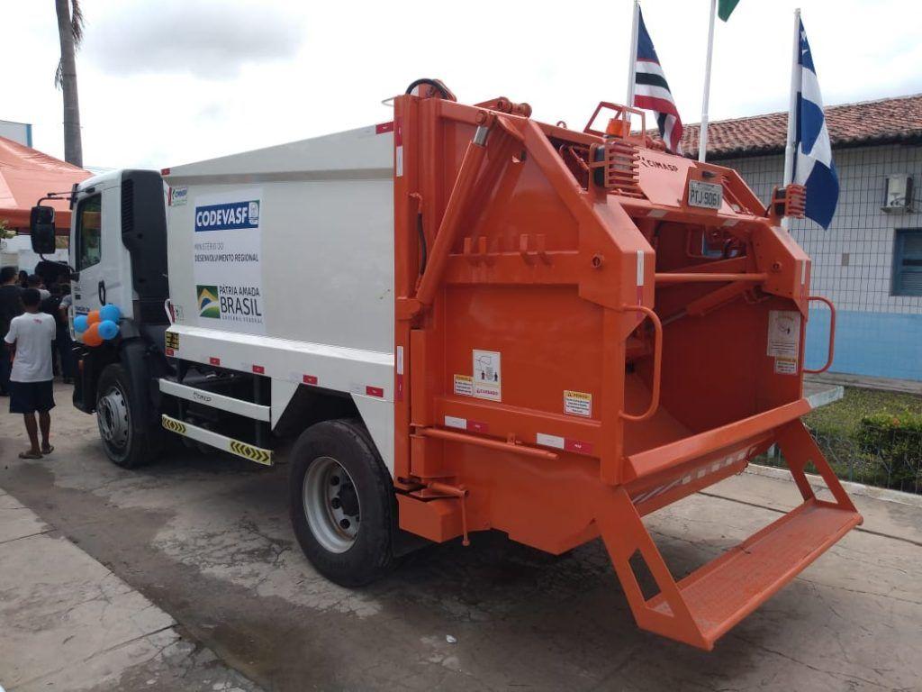 FOTO 3 1024x768 - Com Emenda de Hildo Rocha Chapadinha ganha moderno caminhão compactador de lixo - minuto barra