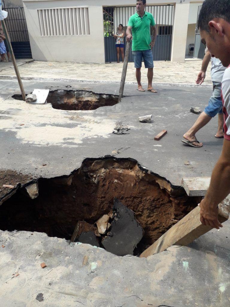 IMG 20190201 WA0006 768x1024 - Em Barra do Corda forte chuva deixa ruas alagadas, abre crateras e água invade lojas - minuto barra