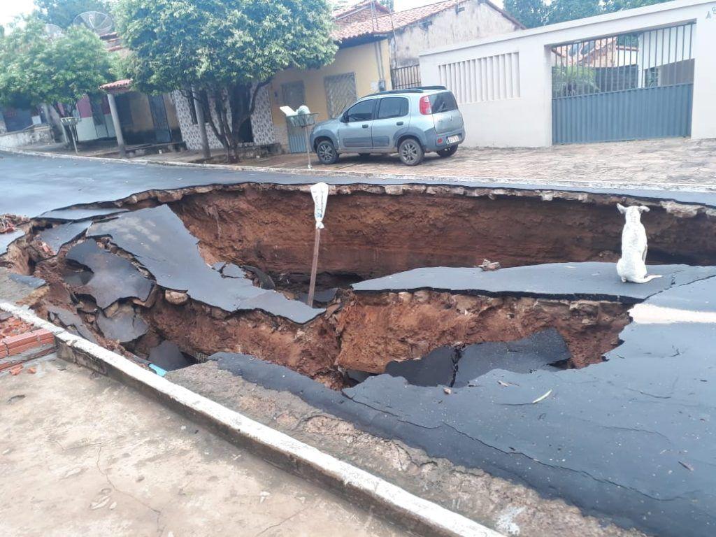 IMG 20190201 WA0015 1024x768 - VEJA AQUI: Cratera grandiosa se abre em rua após chuva em Barra do Corda - minuto barra