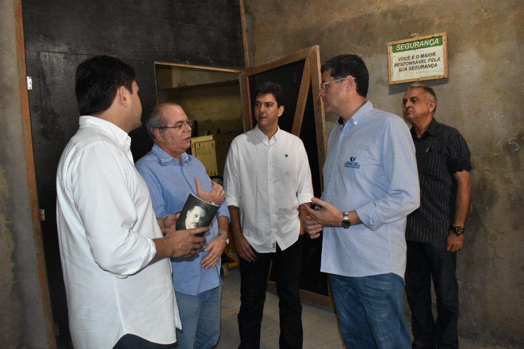 Visita Aldenora Bello foto 1 1024x682 - Hildo Rocha visita obra de ampliação do Hospital Aldenora Bello e reafirma compromisso com a instituição - minuto barra