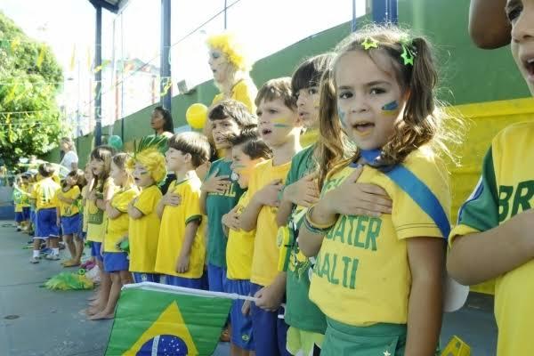 images 4 1 - No Maranhão, escola atende pedido do MEC e inicia aulas com o Hino Nacional - minuto barra