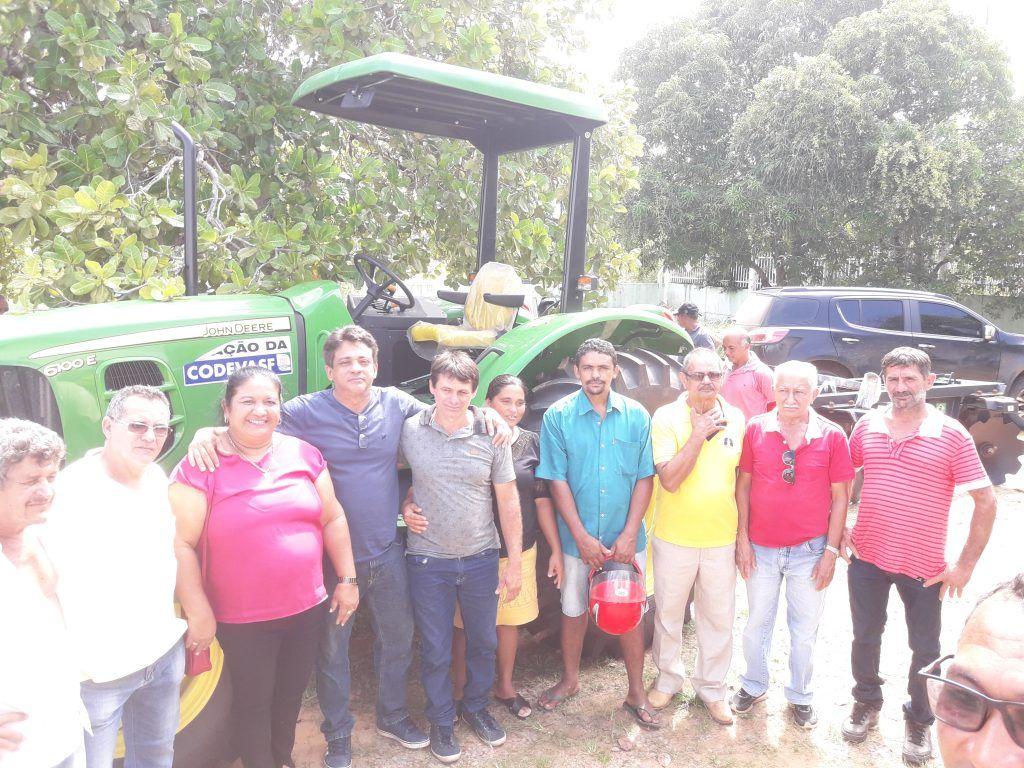 20190317 100409 1024x768 - VEJA AQUI: Hildo Rocha entrega trator novinho para população de Barra do Corda - minuto barra