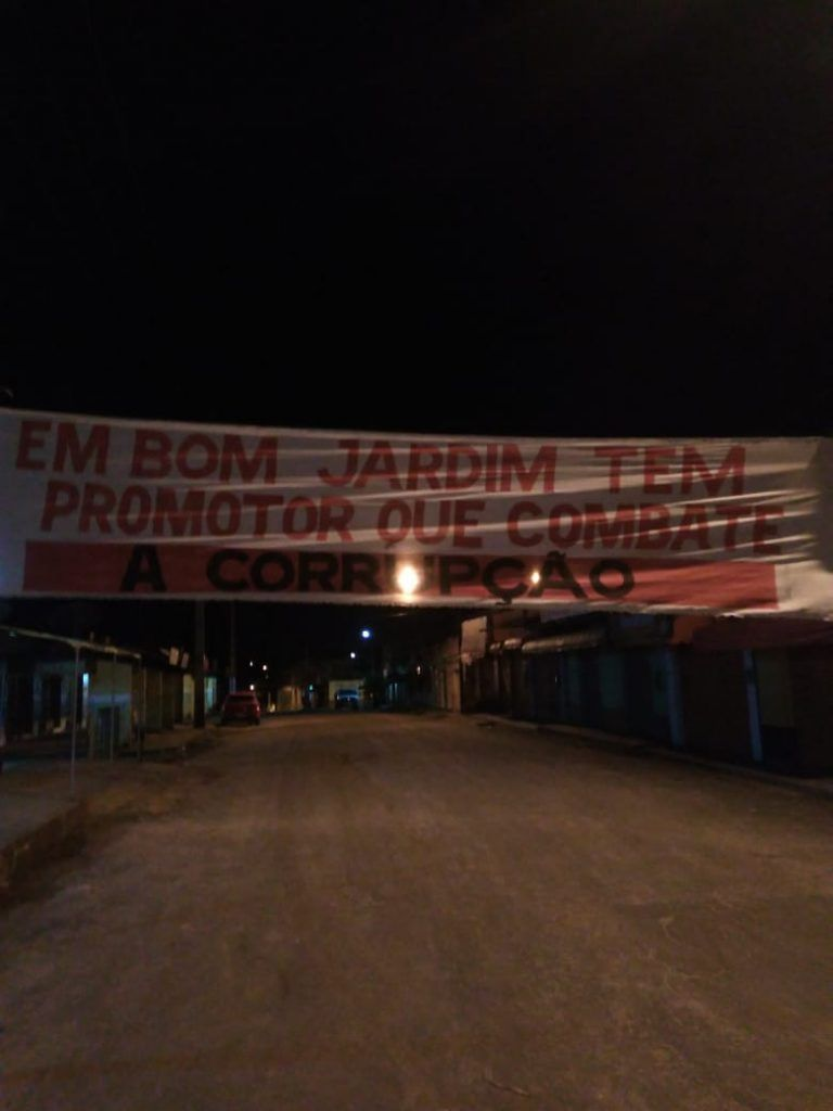 IMG 20190325 WA0040 768x1024 - Com faixas nas ruas, moradores de Bom Jardim parabenizam atuação do promotor Fábio Santos no combate à corrupção - minuto barra