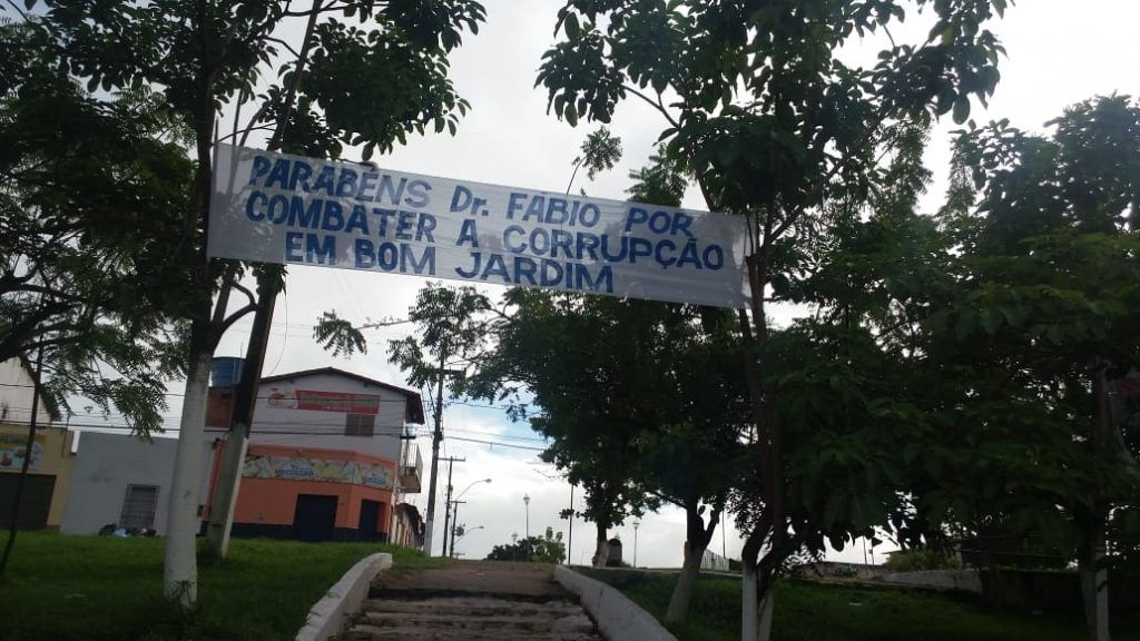 IMG 20190325 WA0041 1024x576 - Com faixas nas ruas, moradores de Bom Jardim parabenizam atuação do promotor Fábio Santos no combate à corrupção - minuto barra