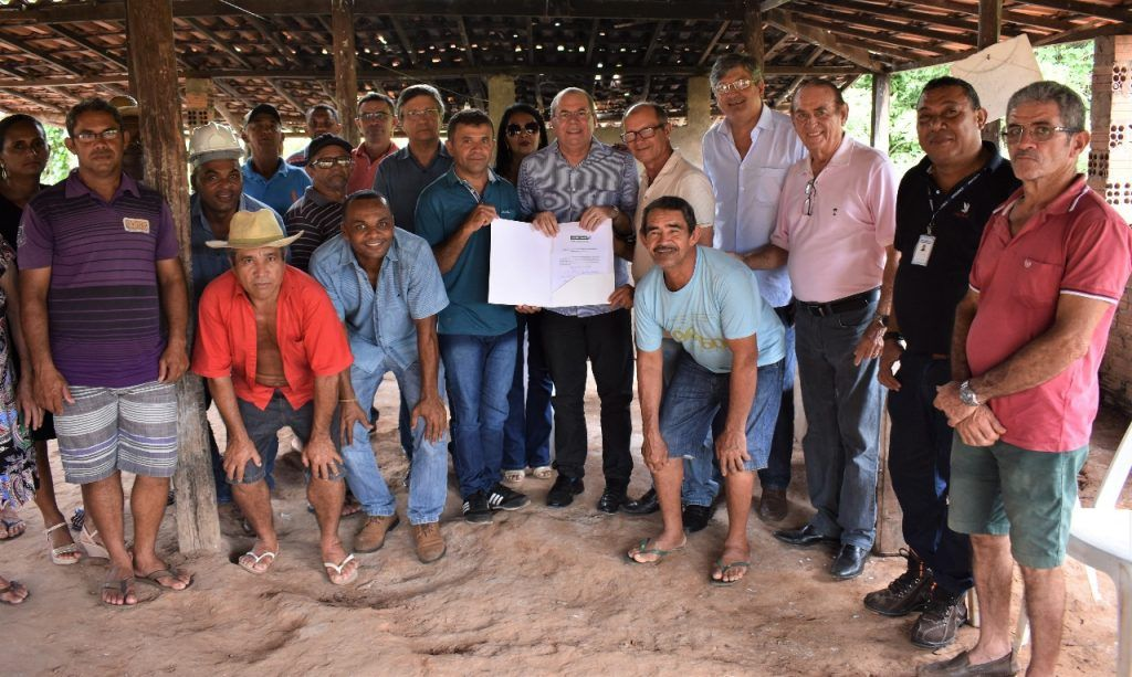 FOTO 2 1024x613 - Hildo Rocha beneficia comunidades rurais de Lago do Junco com casa de farinha e trator agrícola - minuto barra