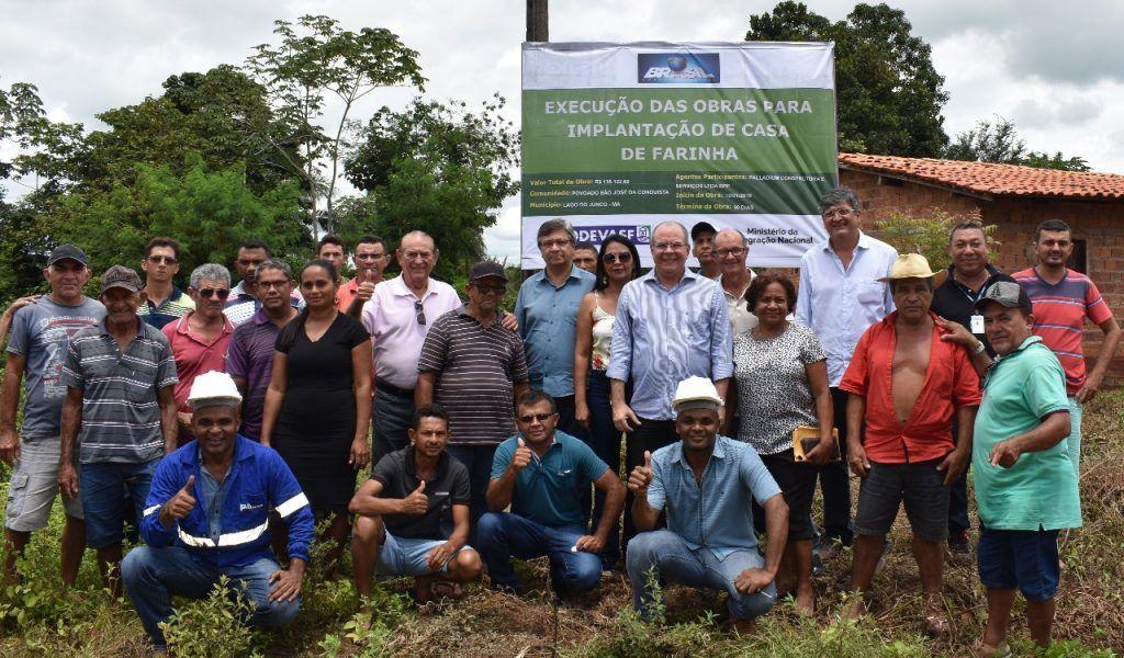 FOTO 3 1024x600 - Hildo Rocha beneficia comunidades rurais de Lago do Junco com casa de farinha e trator agrícola - minuto barra