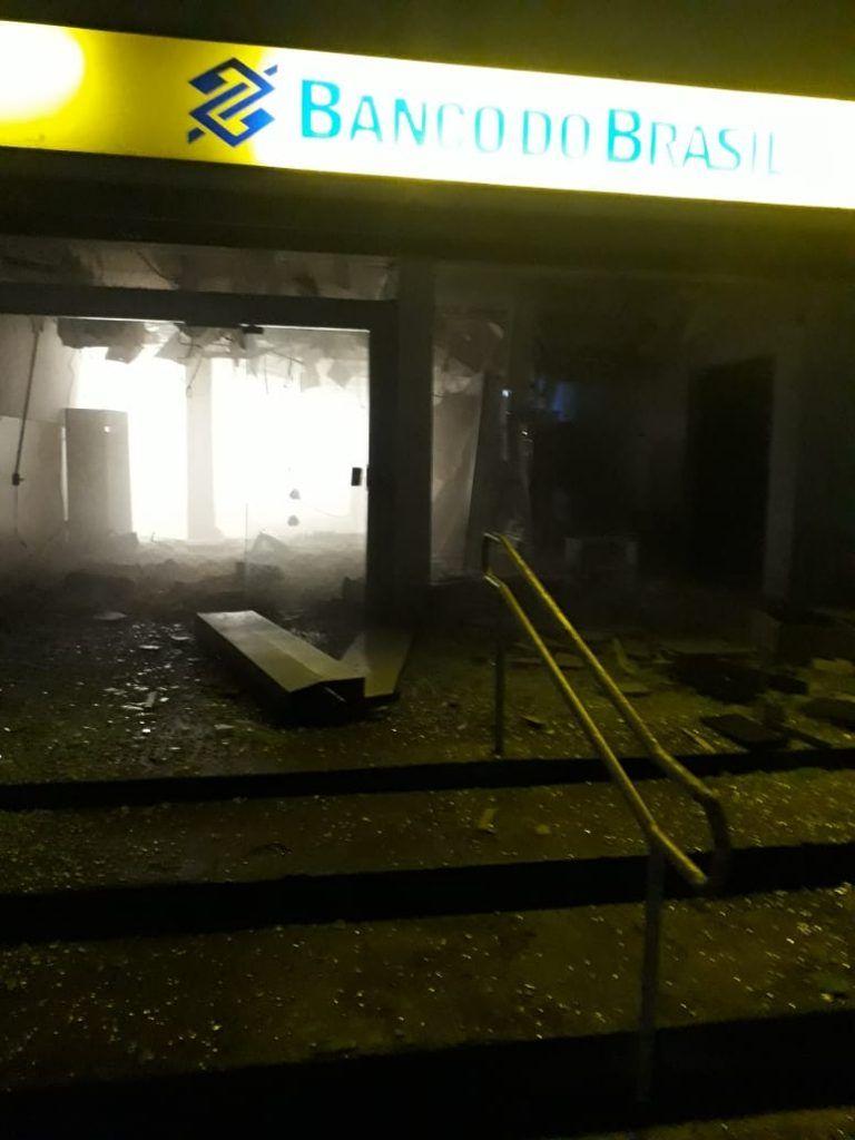 IMG 20190409 WA0018 768x1024 - VEJA AQUI: Bandidos explodem o Banco do Brasil de Santa Inês - minuto barra