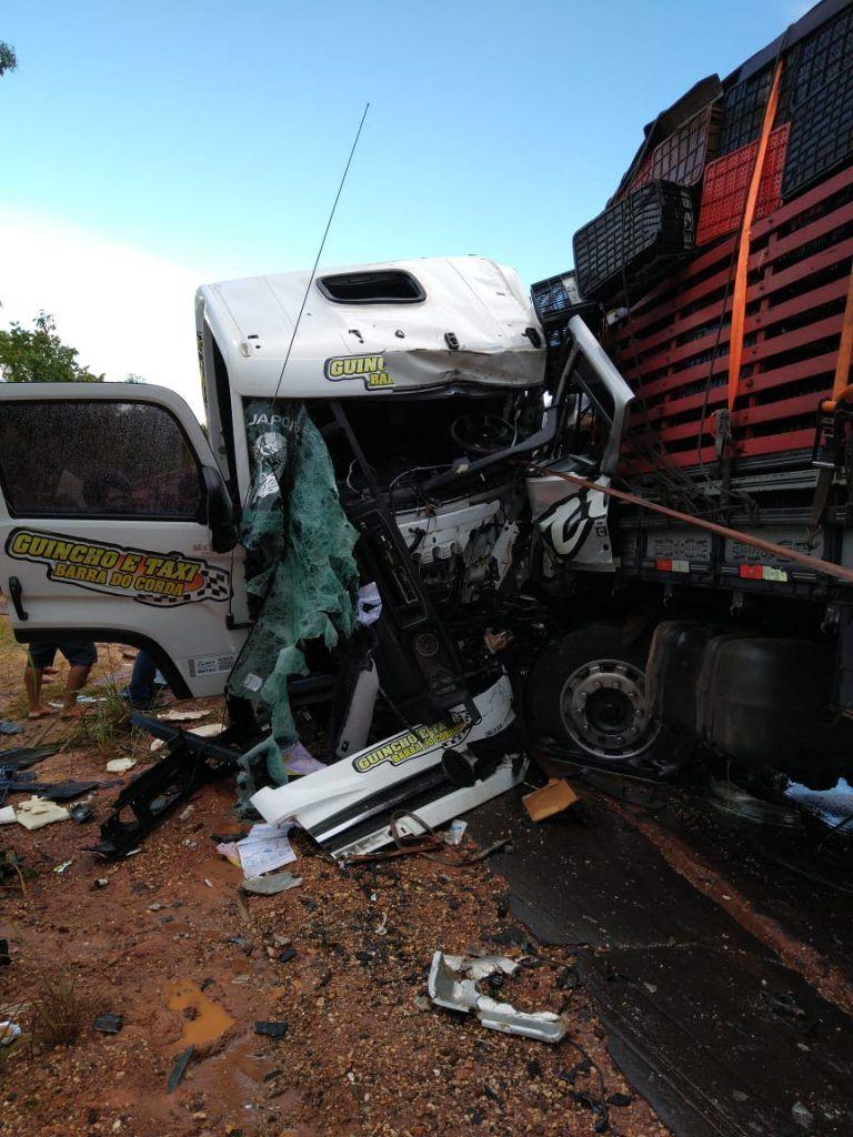 """IMG 20190411 WA0221 768x1024 - URGENTE!! Grave acidente deixa caminhão do """"Guincho Barra do Corda"""" destruído - minuto barra"""