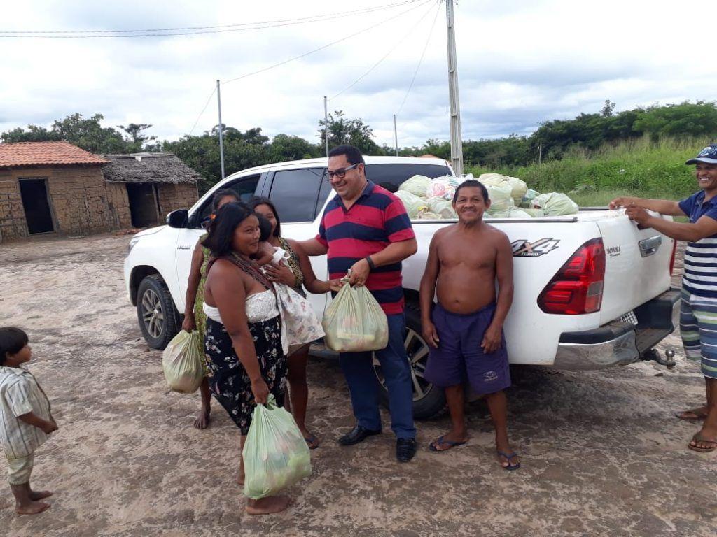 IMG 20190418 WA0140 1024x768 - Prefeito Moisés Ventura entrega centenas de cestas básicas para famílias em Jenipapo dos Vieiras - minuto barra