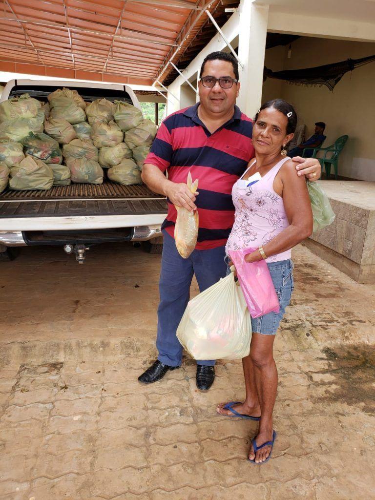 IMG 20190418 WA0158 768x1024 - Prefeito Moisés Ventura entrega centenas de cestas básicas para famílias em Jenipapo dos Vieiras - minuto barra