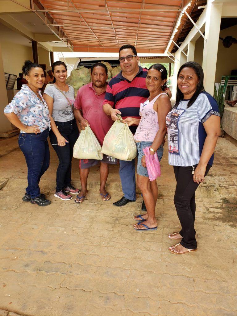 IMG 20190418 WA0159 768x1024 - Prefeito Moisés Ventura entrega centenas de cestas básicas para famílias em Jenipapo dos Vieiras - minuto barra