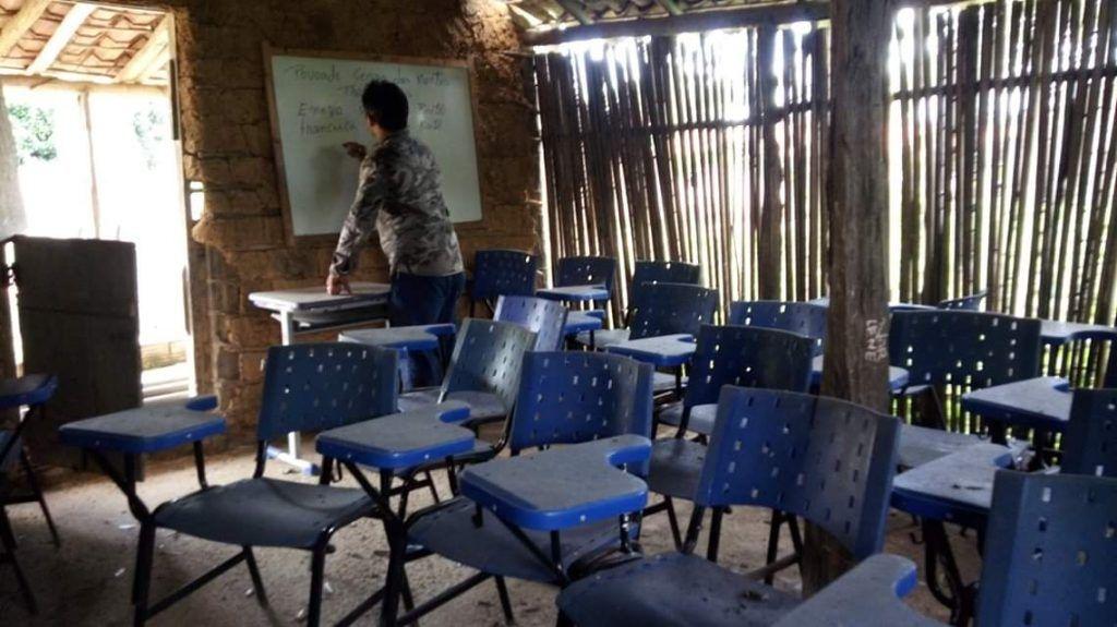 IMG 20190605 WA0146 1024x575 - Em Paulo Ramos, crianças estudam em escola de barro, coberta com palha e sem banheiro - minuto barra