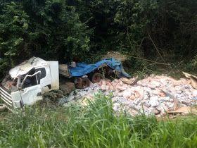 IMG 20190619 WA0220 - Motorista perde o controle e carreta tomba na MA-012 entre Barra do Corda e São Raimundo Doca Bezerra - minuto barra