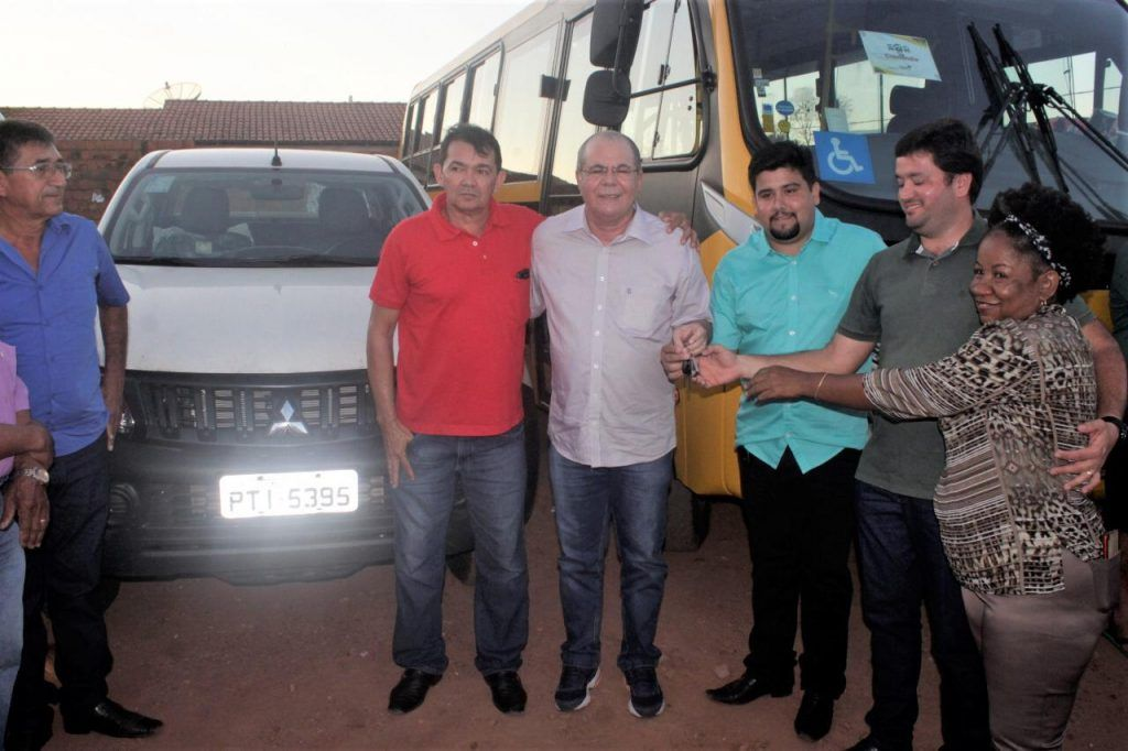 IMG 20190625 WA0014 1024x682 - Hildo Rocha e Fernando Teixeira entregam veículos e trator em Cidelândia - minuto barra