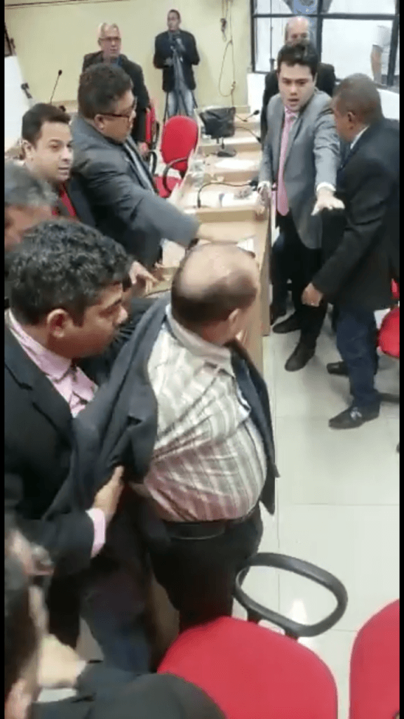 Screenshot 20190704 140036 576x1024 - QUEBRA-PAU entre vereadores na Câmara Municipal de Timon, foram murros pra todo lado - minuto barra