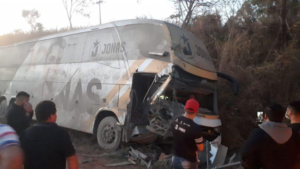 0AEBBD3F 29FE 4AF9 B5C5 A13E2B721B05 1024x576 - URGENTE!! Ônibus do cantor Jonas Esticado se envolve em acidente na BR-226 entre Barra do Corda e Presidente Dutra - minuto barra