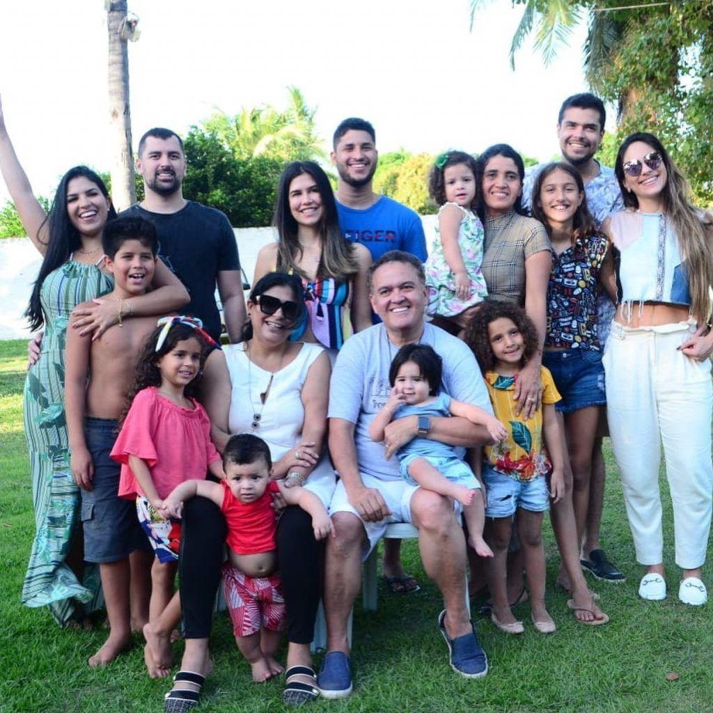 7CB8E9A5 1C58 423A A238 8B8CA2FC0AD7 1024x1024 - Senador Roberto Rocha comemora aniversário ao lado de familiares e amigos em São Luís - minuto barra